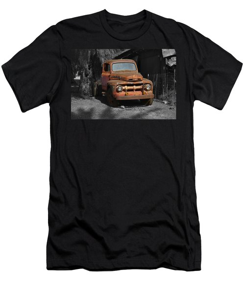 Old Ford Truck Men's T-Shirt (Slim Fit)