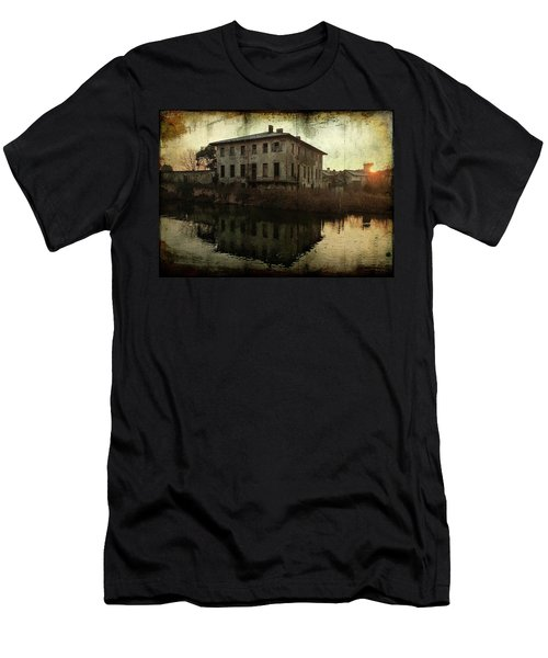 Old House On Canal Men's T-Shirt (Athletic Fit)