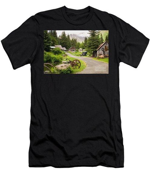 Old Mining Alaskan Town Men's T-Shirt (Slim Fit)