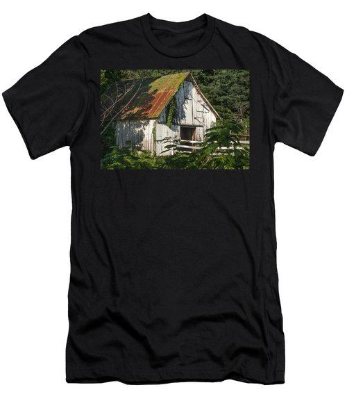 Old Whitewashed Barn In Tennessee Men's T-Shirt (Athletic Fit)