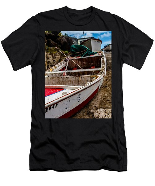 Old Wooden Fishing Boat On Dock  Men's T-Shirt (Athletic Fit)