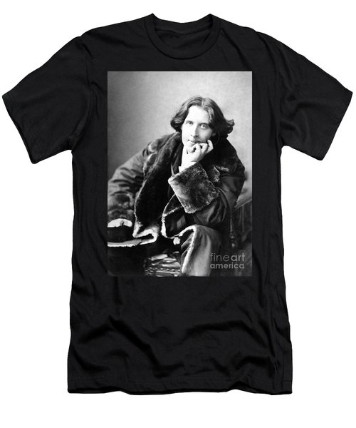 Oscar Wilde In His Favourite Coat 1882 Men's T-Shirt (Athletic Fit)