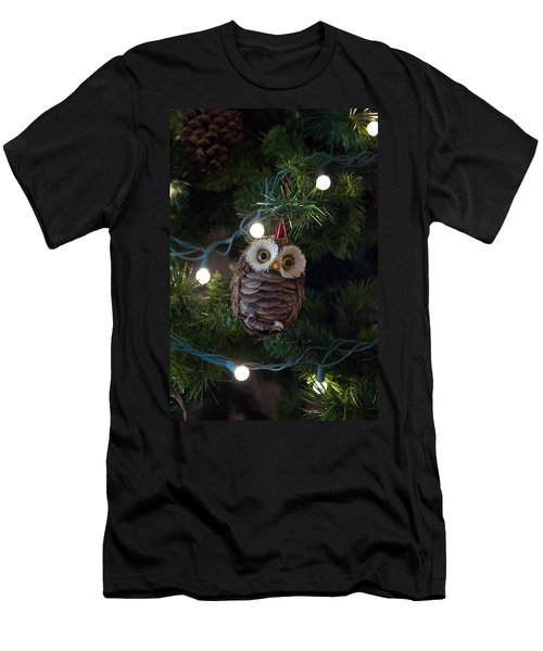 Owly Christmas Men's T-Shirt (Athletic Fit)