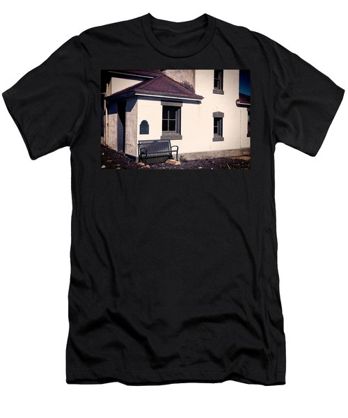 Point Wilson Lighthouse Bench Men's T-Shirt (Athletic Fit)