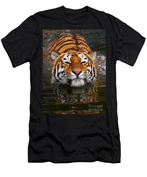 Portrait Of A Bathing Siberian Tiger Men's T-Shirt (Athletic Fit)