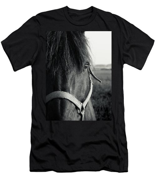 Portrait Of Horse In Black And White Men's T-Shirt (Slim Fit) by Peter v Quenter
