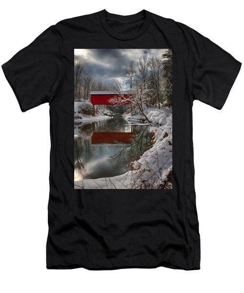 reflection of Slaughterhouse covered bridge Men's T-Shirt (Athletic Fit)