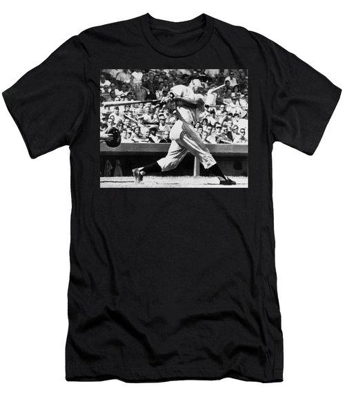 Roger Maris Hits 52nd Home Run Men's T-Shirt (Slim Fit)