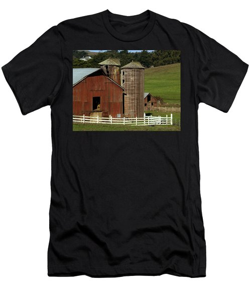 Rural Barn Men's T-Shirt (Athletic Fit)