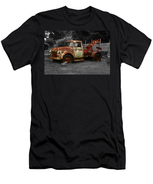 Rusty Tow Truck Men's T-Shirt (Athletic Fit)