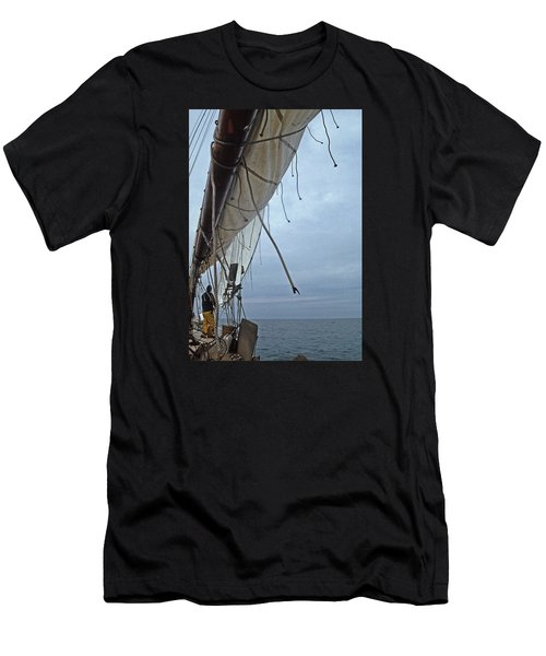 Sailing A Skipjack Men's T-Shirt (Athletic Fit)