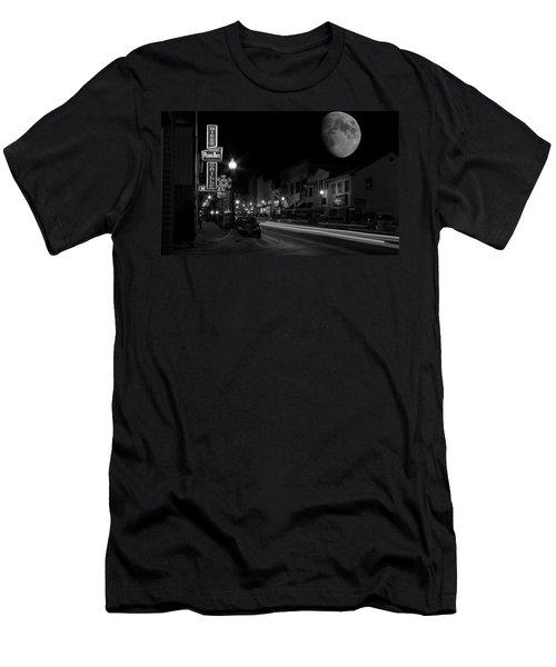 Salem Ohio Winter Moon Men's T-Shirt (Athletic Fit)
