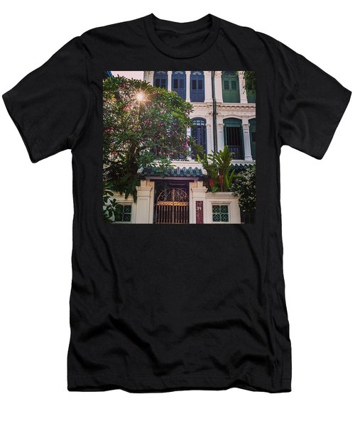 Singapore Traditional Houses Men's T-Shirt (Athletic Fit)