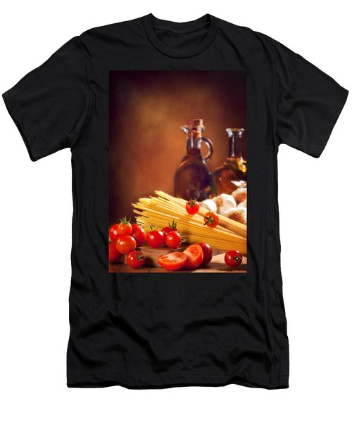 Spaghetti Pasta With Tomatoes And Garlic Men's T-Shirt (Athletic Fit)