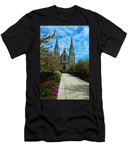 St Thomas Of Villanova Men's T-Shirt (Athletic Fit)