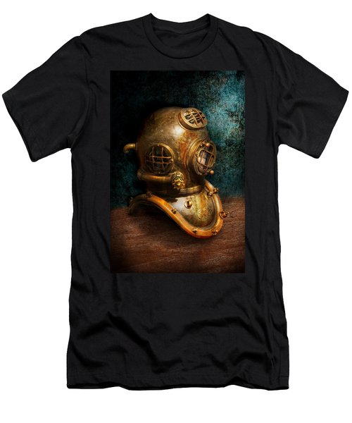 Steampunk - Diving - The Diving Helmet Men's T-Shirt (Athletic Fit)