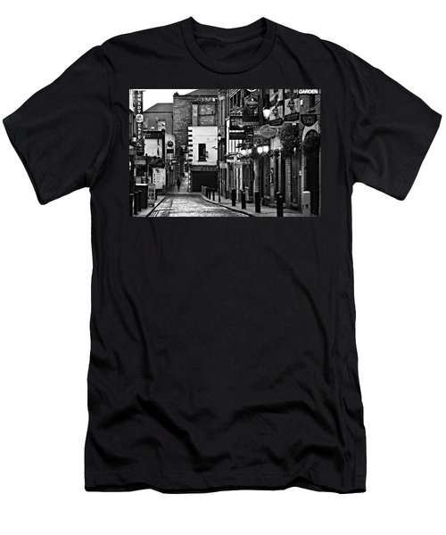 Temple Bar / Dublin Men's T-Shirt (Athletic Fit)