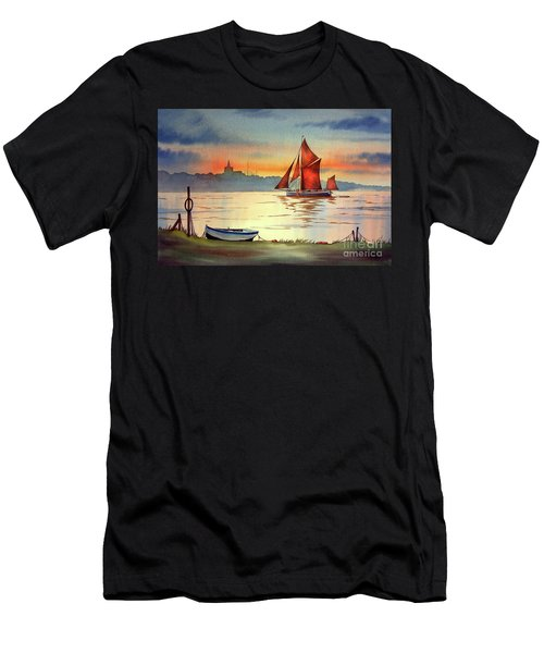 Thames Barge At Maldon Essex Men's T-Shirt (Athletic Fit)