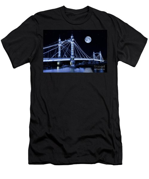 The Albert Bridge And The Moon Men's T-Shirt (Athletic Fit)