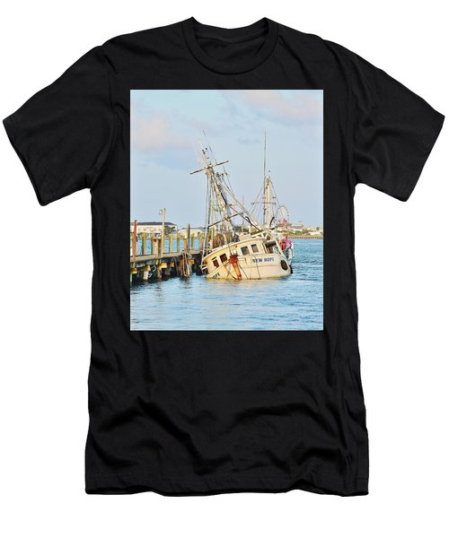 The New Hope Sunken Ship - Ocean City Maryland Men's T-Shirt (Athletic Fit)