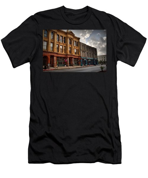 The Strand Men's T-Shirt (Athletic Fit)