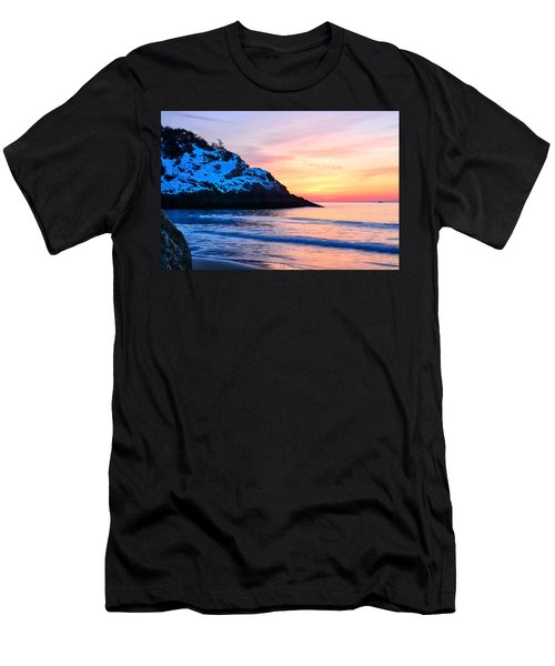 Touch Of Snow Singing Beach Men's T-Shirt (Athletic Fit)