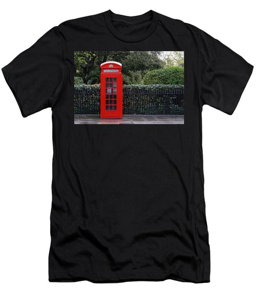 Traditional Red Telephone Box In London Men's T-Shirt (Athletic Fit)