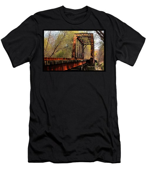 Train Trestle   Men's T-Shirt (Athletic Fit)