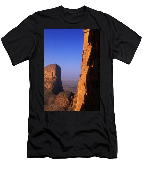 Two Men Climb One Of The Sandstone Men's T-Shirt (Athletic Fit)