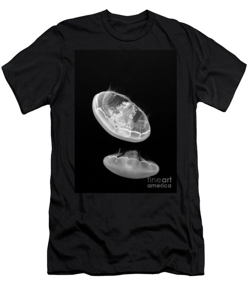 Ufos - Moon Jelly Aurelia Labiata In Black And White. Men's T-Shirt (Athletic Fit)