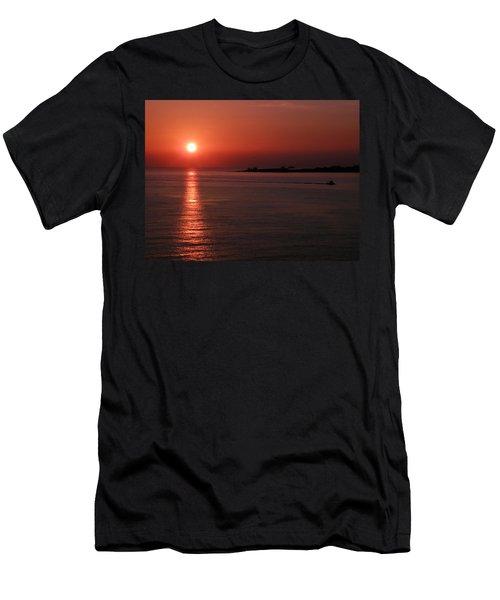 Vela In Grecia Men's T-Shirt (Athletic Fit)