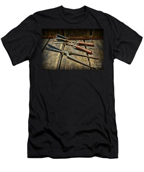 Vintage Curling Iron  Men's T-Shirt (Athletic Fit)
