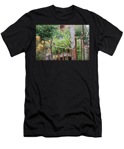 Vintage Gate Men's T-Shirt (Athletic Fit)
