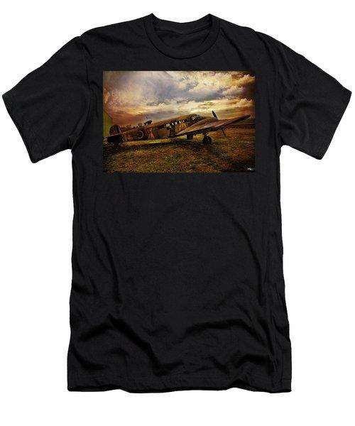 Vintage Plane Men's T-Shirt (Athletic Fit)