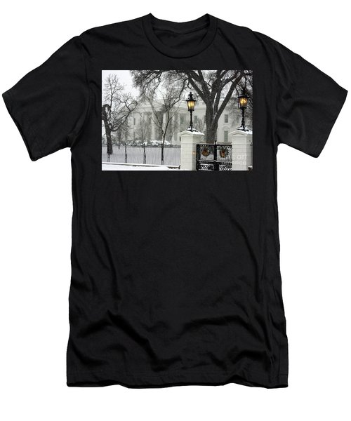 White House Christmas Men's T-Shirt (Athletic Fit)