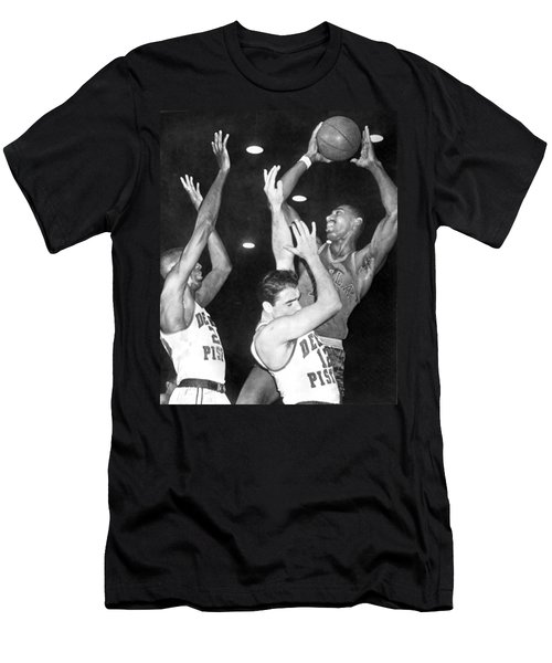 Wilt Chamberlain Shoots Men's T-Shirt (Athletic Fit)