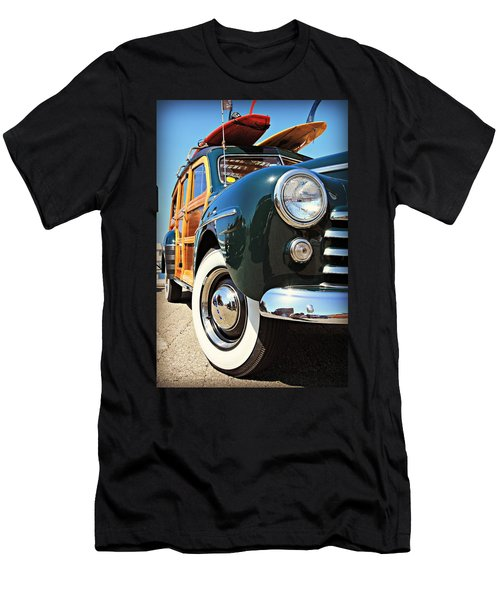 Woodie On The Wharf Men's T-Shirt (Athletic Fit)