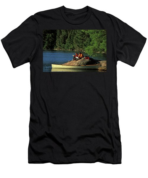 Young Family Relaxing On Rock Men's T-Shirt (Athletic Fit)