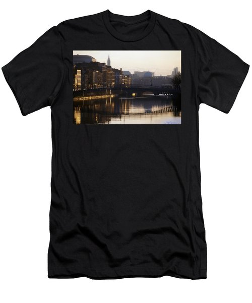River Liffey, Dublin, Co Dublin, Ireland Men's T-Shirt (Athletic Fit)