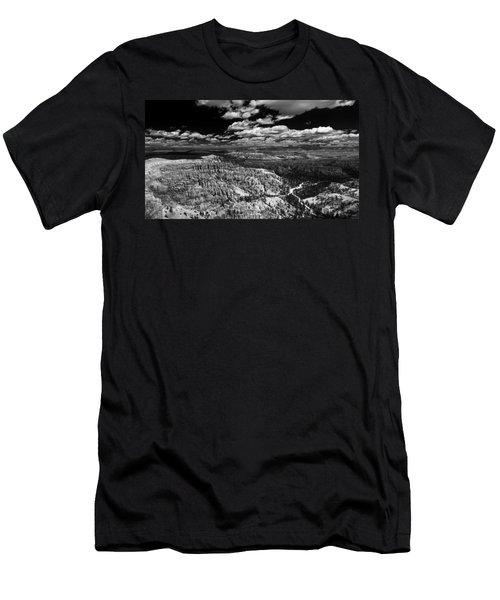 Bryce Canyon Ampitheater - Black And White Men's T-Shirt (Slim Fit) by Larry Carr