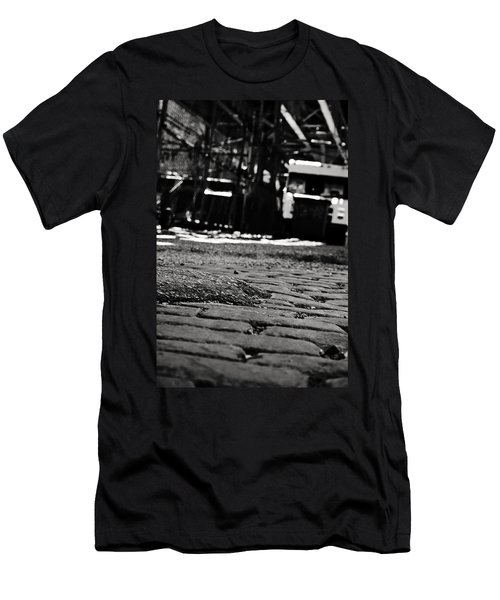 Chicago Cobblestone Men's T-Shirt (Athletic Fit)