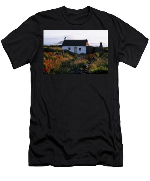 Cottage, Near Dunquin, Dingle Men's T-Shirt (Athletic Fit)