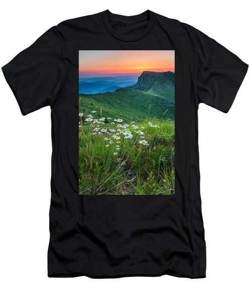 Daisies In The Mountyain Men's T-Shirt (Athletic Fit)