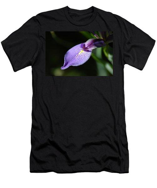Japanese Iris Petal Men's T-Shirt (Athletic Fit)