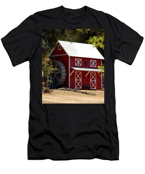 Red Star Barn Men's T-Shirt (Athletic Fit)