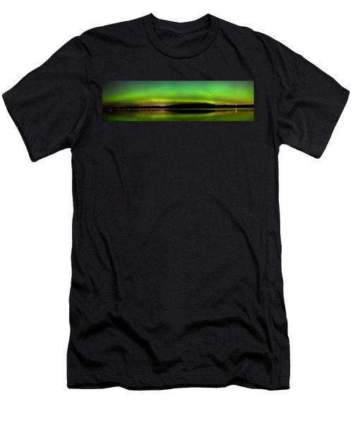 Aurora Over The Beauly Firth Men's T-Shirt (Athletic Fit)