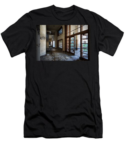 Demolished School Building- Urban Exploration Men's T-Shirt (Athletic Fit)