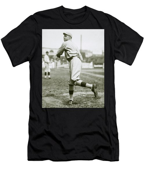 Babe Ruth Pitching Men's T-Shirt (Athletic Fit)