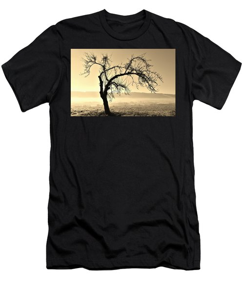 cold Winter day.... Men's T-Shirt (Athletic Fit)