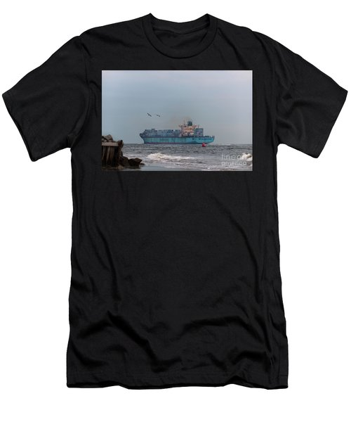 International Trade - Moving The Goods Men's T-Shirt (Athletic Fit)